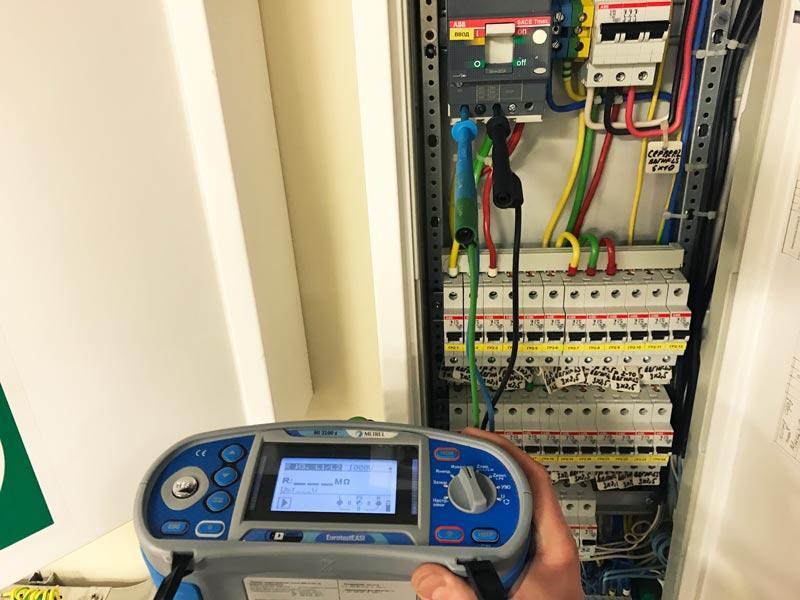 проведение приёмо-сдаточных испытаний электроустановок