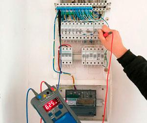 Проверка состояния электрики в загородном доме