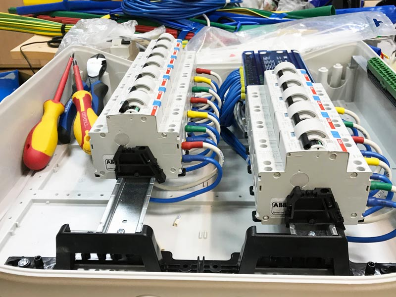сборка электрощита для переноса отходящих линий